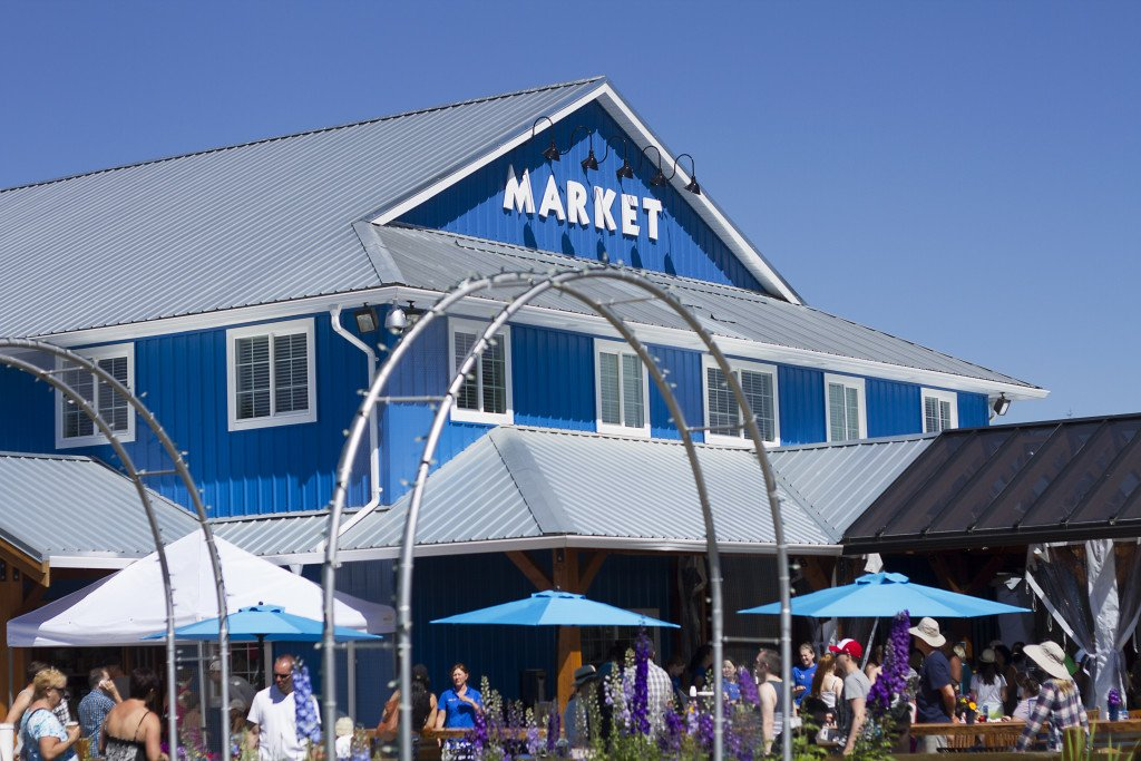 Krause Berry Farms Market - with freshly baked goodies, fresh fruits and lots of unique gifts
