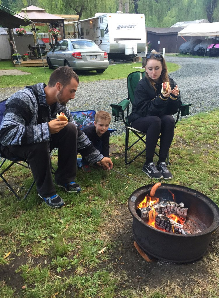 camping with kids: pack the hot dogs
