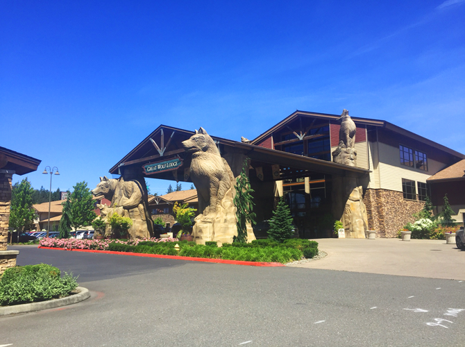 Great-Wolf-Lodge-Entracne-Ground-Mound-Washington---Tips-for-your-next-family-vacation-from-Carpe-Diem-OUR-Way