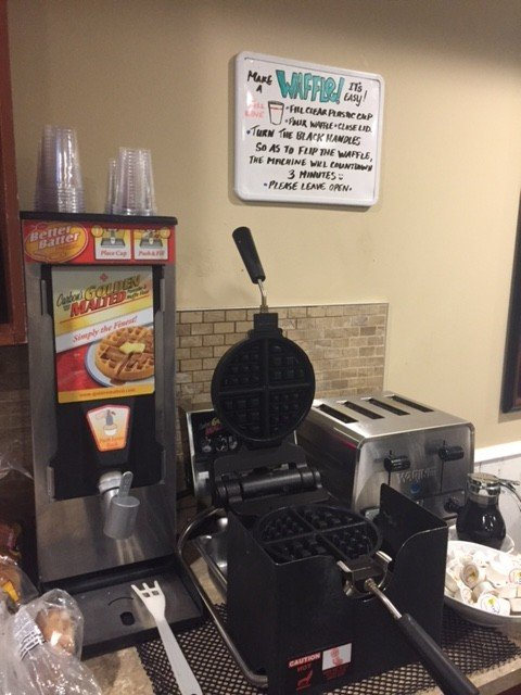 Hotel Waffle Makers Inn on Long Lake