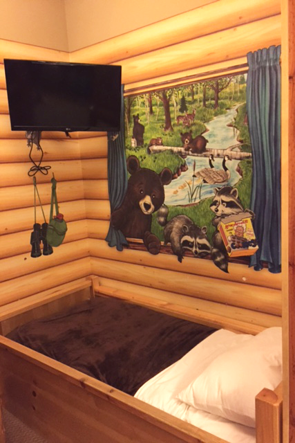 third-bed-in-the-kid-cabin-at-Great-Wolf-Lodge