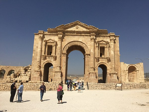 Hadrian's Gate in Jerash Jordan Itinerary 5 days